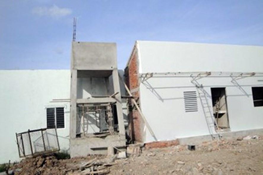 Dãy nhà xây dựng không phép tại phường Nhà Mát, TP.Bạc Liêu. Ảnh: Nhật Hồ