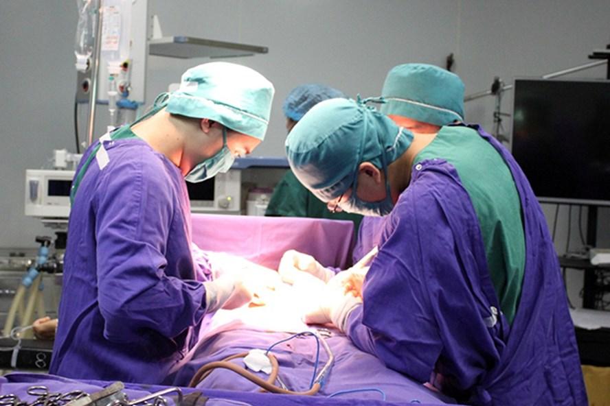 Ca phẫu thuật cho bệnh nhân C. Ảnh: BV cung cấp.
