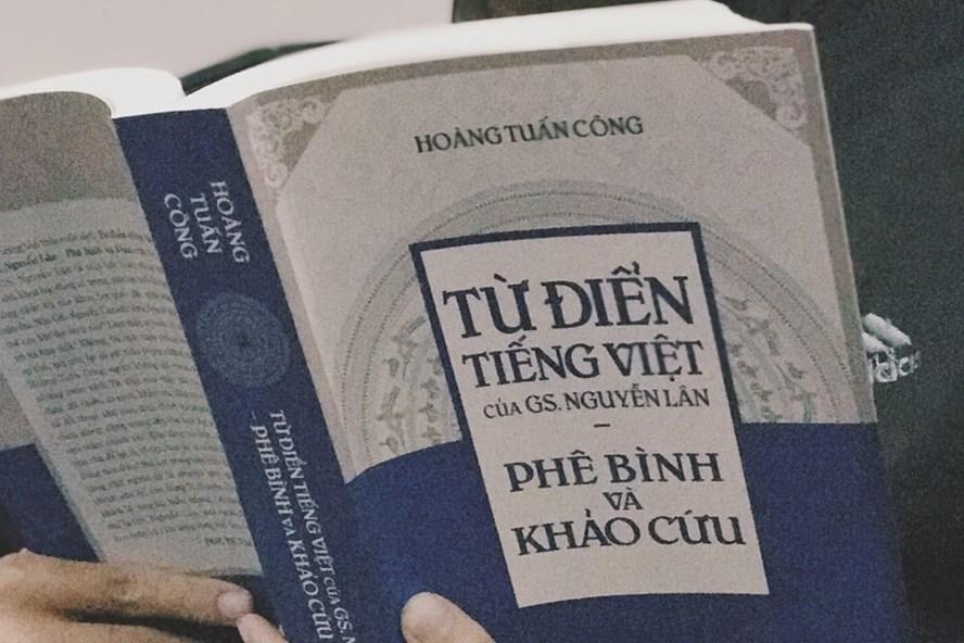 Cuốn phê bình và khảo cứu của Hoàng Tuấn Công. Ảnh: T.L